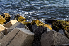 Набережная воды на Cirkewwa Мальте Стоковые Изображения RF