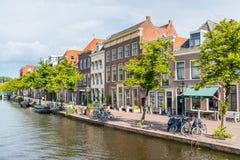 Набережная канала в Лейдене, Нидерландах Стоковое Изображение