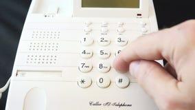 Набирать 911 на телефоне 4K акции видеоматериалы