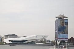 НАБЛЮДАЙТЕ башня института фильма и масла раковины, Амстердам Стоковое фото RF