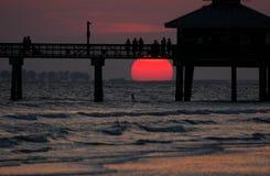 наблюдатели захода солнца стоковое изображение rf