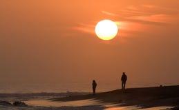наблюдать захода солнца пар Стоковые Изображения RF