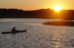 наблюдать захода солнца человека Стоковая Фотография