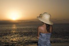наблюдать захода солнца стоковое изображение rf