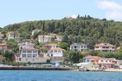 Наблюдать остров Heybeliada от парохода стоковые изображения