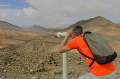 Наблюдать mountaneous ландшафт через пятная объем Стоковые Изображения RF