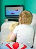 наблюдать tv мальчика Стоковое фото RF