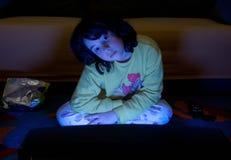 наблюдать tv ребенка стоковое изображение rf