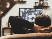 наблюдать tv стоковые изображения