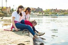 наблюдая вода Природа предпосылки, парк, река стоковые изображения
