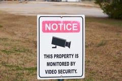 Наблюдение видео- предупредительным знаком Стоковая Фотография RF