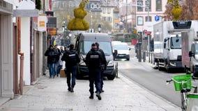 Наблюдение полицейских центра города после теракта в страсбурге акции видеоматериалы