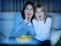 наблюдать tv семьи Стоковое Фото
