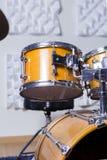 Набор барабанчика в студии звукозаписи Стоковые Изображения
