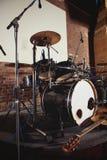 Набор барабанчика на этапе освещает представление Стоковые Фото