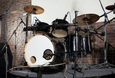 Набор барабанчика на этапе освещает представление Стоковое Фото