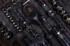 Набор инструментов в коробке, организованного места для работы стоковое изображение