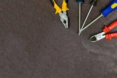 Набор правого верхнего угла отверток плоскогубцев 3 острозубцев ручных резцов установил домашнего отца дня праздника космоса отти стоковое изображение rf