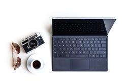 Набор солнечных очков камеры кофе планшета стоковое фото
