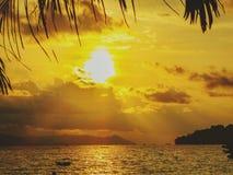 Набор солнца золота стоковое фото