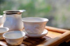 Набор чая на деревянном столе стоковое фото