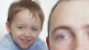 Наблюдать папы и сына акции видеоматериалы