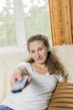 наблюдать tv девушки Стоковое фото RF