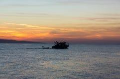 Наблюдая восход солнца на красном цвете Стоковые Фотографии RF