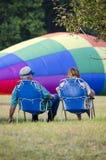 Наблюдая горячий заполнять воздушных шаров Стоковые Фотографии RF