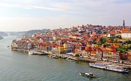 наведите douro конструкции города над рекой porto Португалии части Стоковая Фотография RF