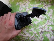 Навигатор автомобиля маршрута Установленный внутри автомобиля, деталей и конца-вверх стоковое фото