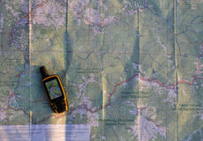 Навигатор на бумажной карте стоковые фотографии rf