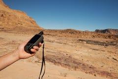 Навигатор GPS в руке стоковые фото