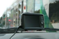 Навигатор Suctioned GPS к лобовому стеклу Стоковое Изображение RF