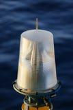 Навигационное средство на платформе в оффшорном, сигнале в морском пехотинце, свете показать вопрос в море на ноче Стоковое Фото