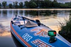 Навигационные света дальше стоят вверх paddleboard Стоковое Изображение