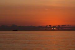 Навигация корабля на восходе солнца Стоковые Фото