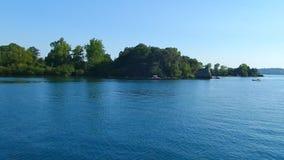 Навигация на озере Bolsena сток-видео