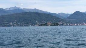 Навигация на озере Maggiore, Италии сток-видео
