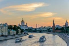 Навигация на реке Москвы/реке Moskva в Москве, России Стоковые Изображения