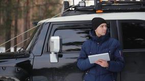 Навигация польз человека для того чтобы найти его путь видеоматериал