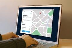 Навигация app карты GPS на экране компьтер-книжки Concep отслежывателя положения Стоковые Изображения