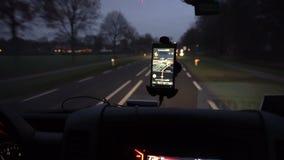Навигация GPS на smartphone акции видеоматериалы