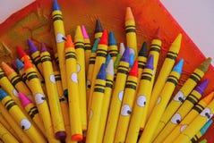 Навощите цвета ручек крася искусство инструментов художника чертежа Стоковые Фотографии RF