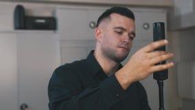 Навыки тренировки человека с автоматом Калашниковаа видеоматериал