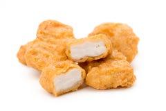 Наггеты зажаренного цыпленка изолированные на белой предпосылке стоковое фото