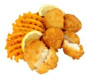 Наггеты рыб трески с фраями картошки решетки Стоковые Изображения RF