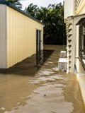 Нагнетаемая в пласт вода в дворе Стоковые Фото