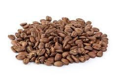 Наградные кофейные зерна изолированные на белой предпосылке Стоковая Фотография