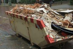 Нагруженный мусорный контейнер Стоковые Фотографии RF